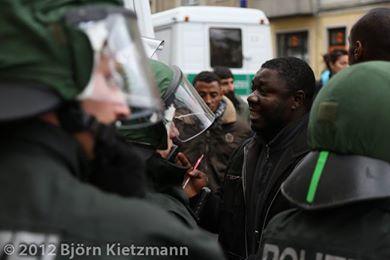 PM The VOICE Refugee Forum 23.9.13 - Aufruf zur Prozessbegleitung Mbolo Yufanyi Movuh (Nigerianische Botschaftsproteste)